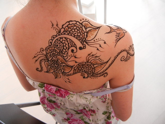 Arabian Henna Tattoo On Back Of Shoulder