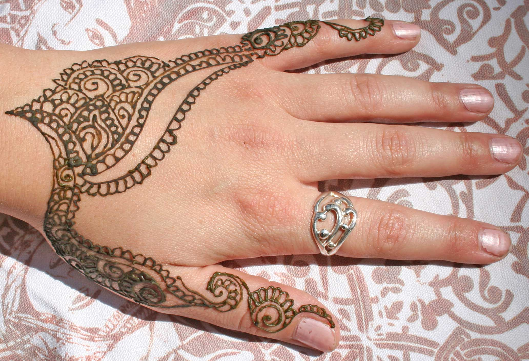Awesome Henna Tattoo On Hand