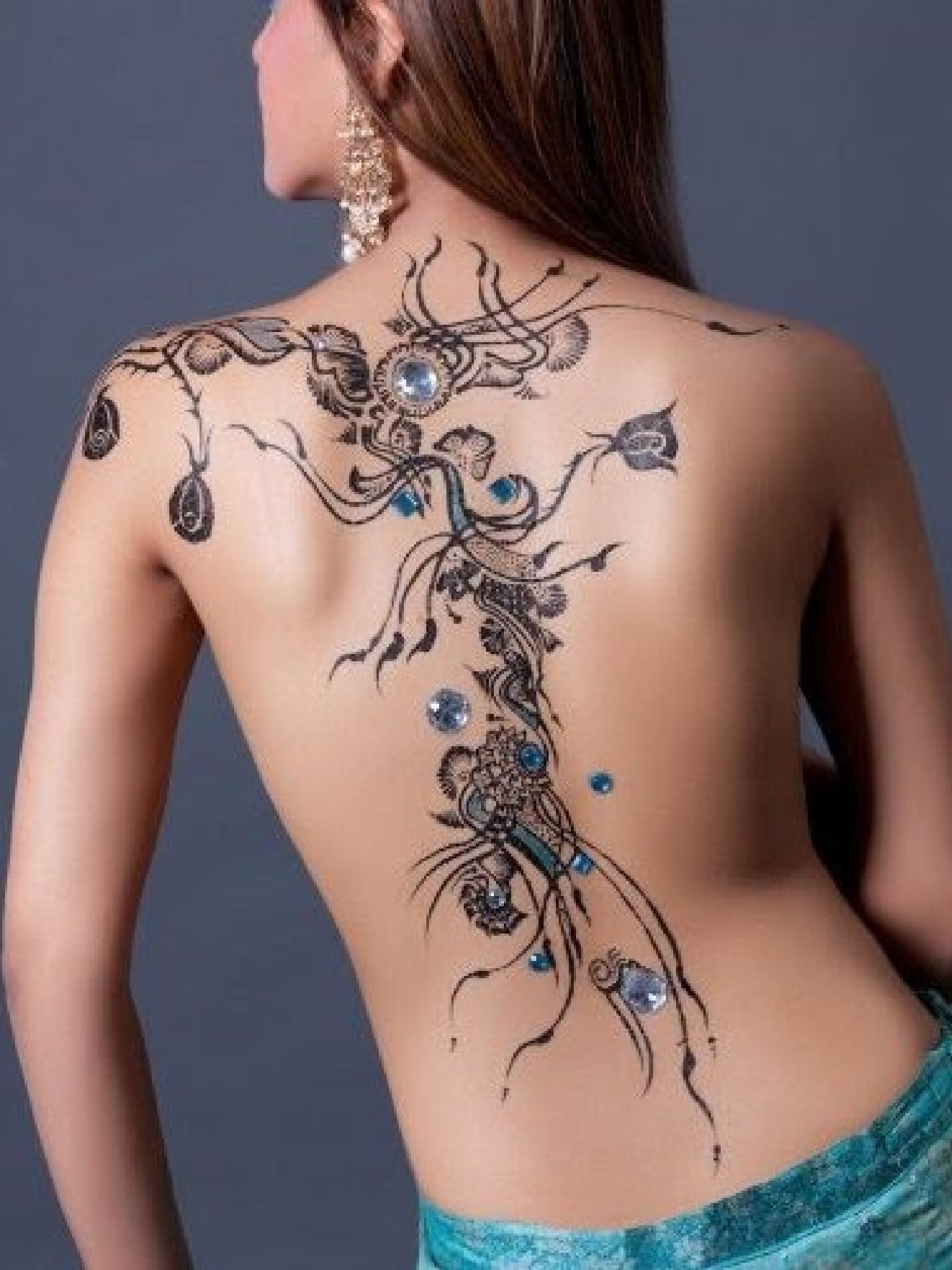 Elegant Henna Tattoo Design On Sexy Back Of Girl