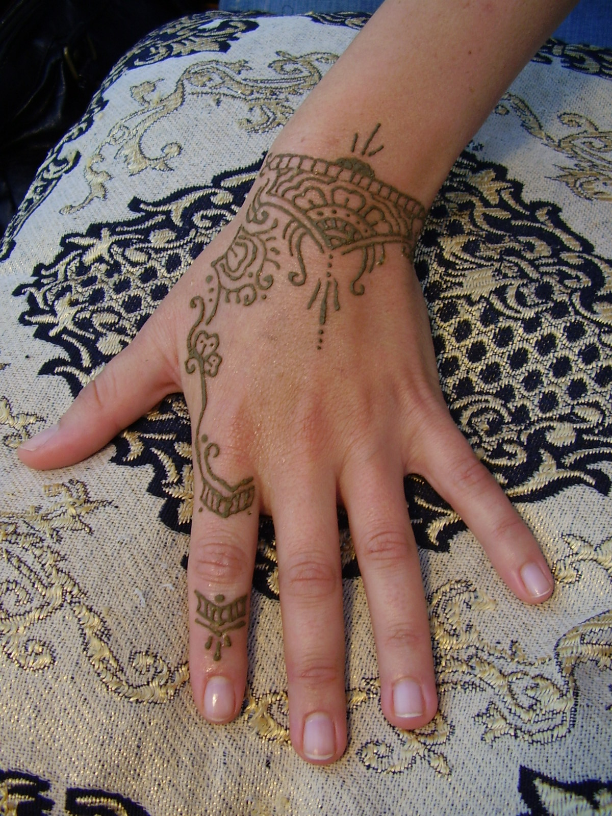 Cute Henna Tattoo Designs: 75+ Beautiful Mehndi Designs (Henna Hand Art)