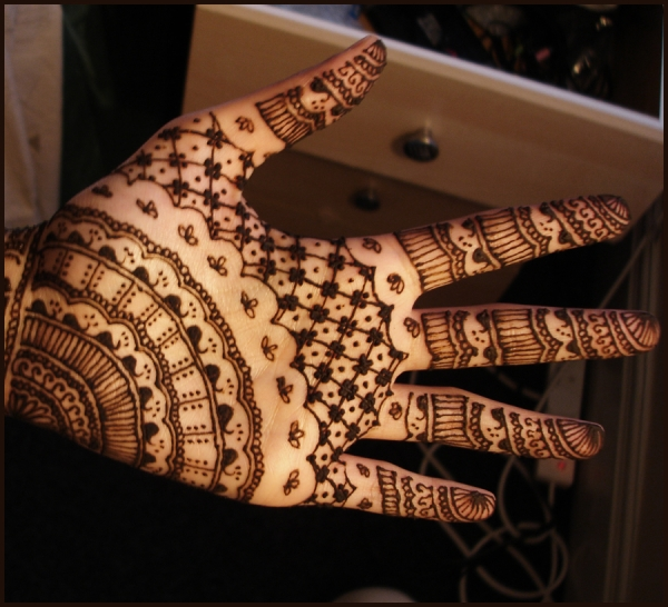 stylish-henna-tattoo-on-hand