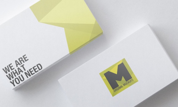 free_business_card_mock_up_11